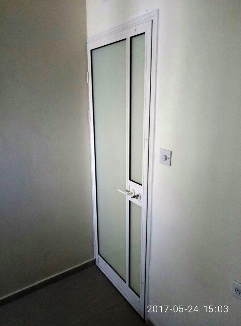 דלת פנים אלומיניום