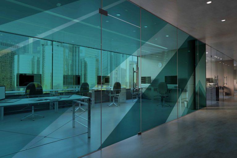 קיר זכוכית משרד