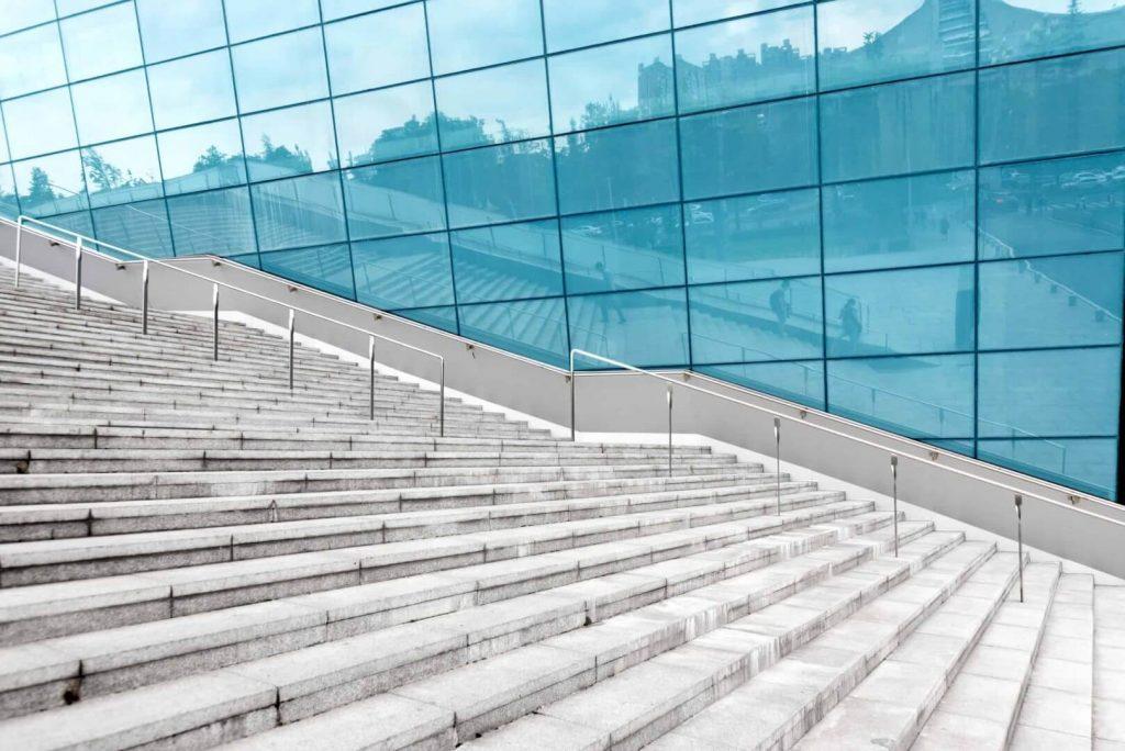 קירות זכוכית חיצוניים