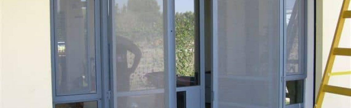 דלת בלגית עם רשת