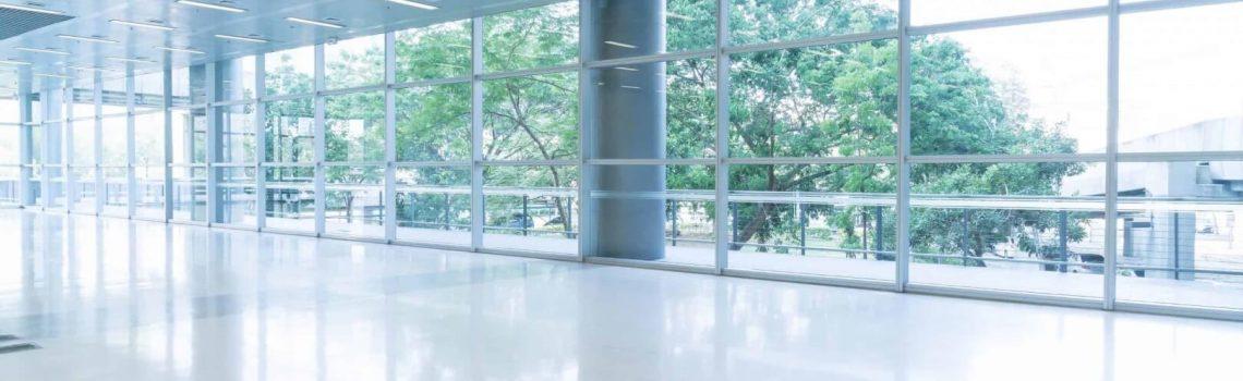קיר זכוכית
