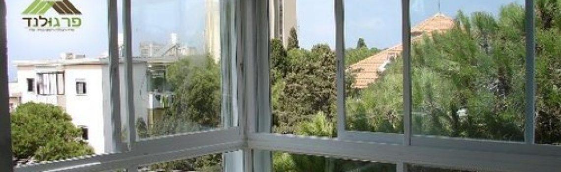 סגירת מרפסת עם חלונות הזזה